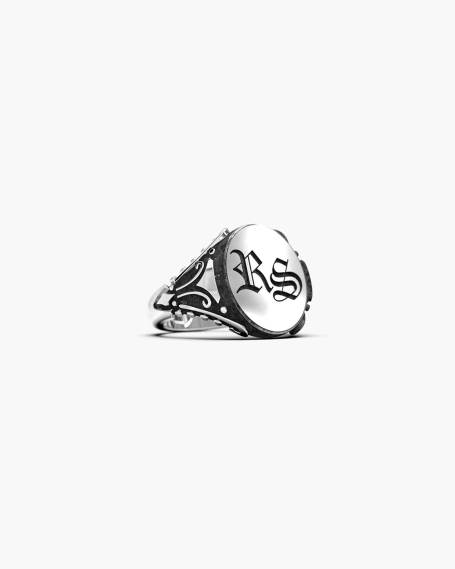 GOTHIC OVAL SIGNET RING