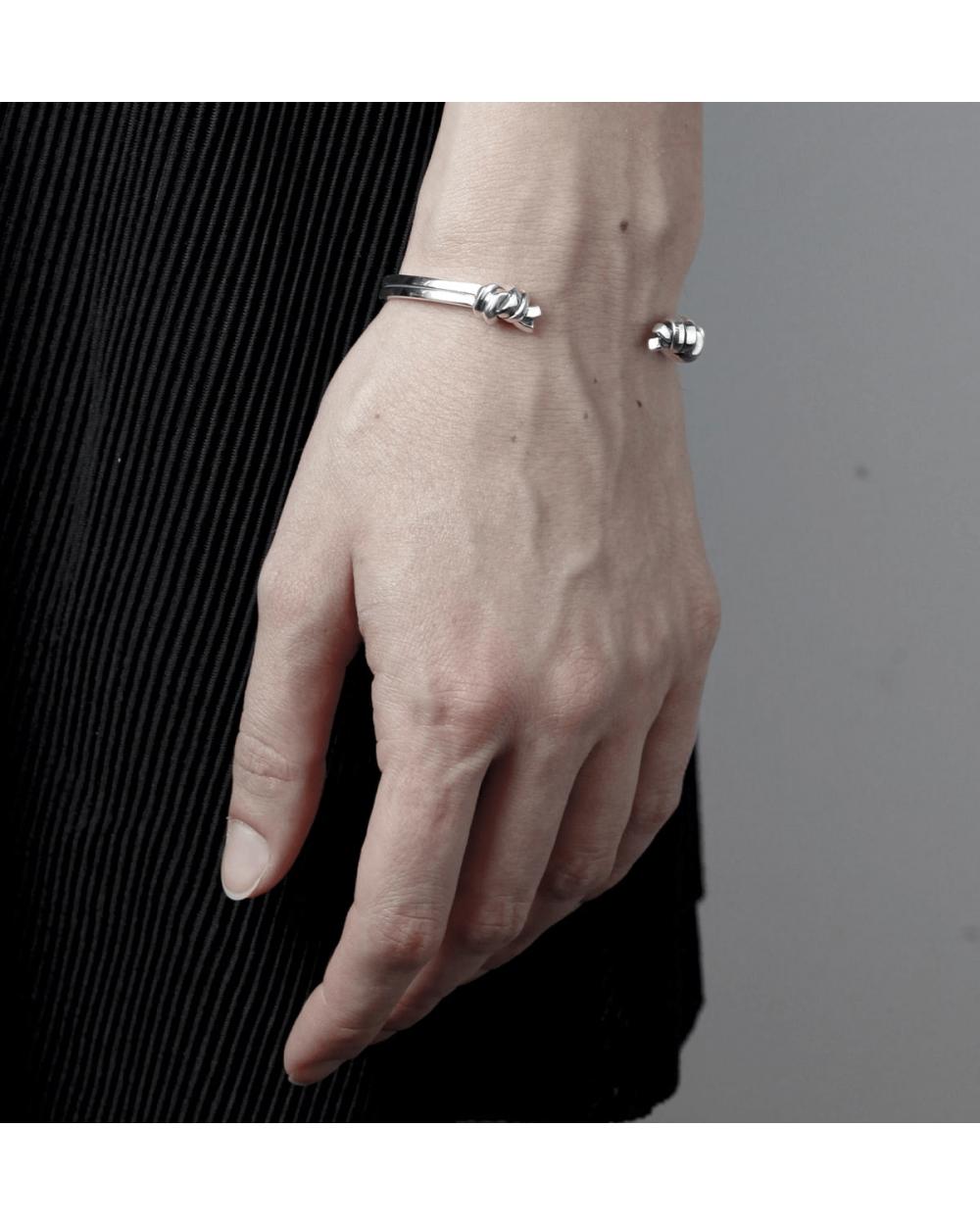 Bracelets KNOTS BANGLE NOVE25
