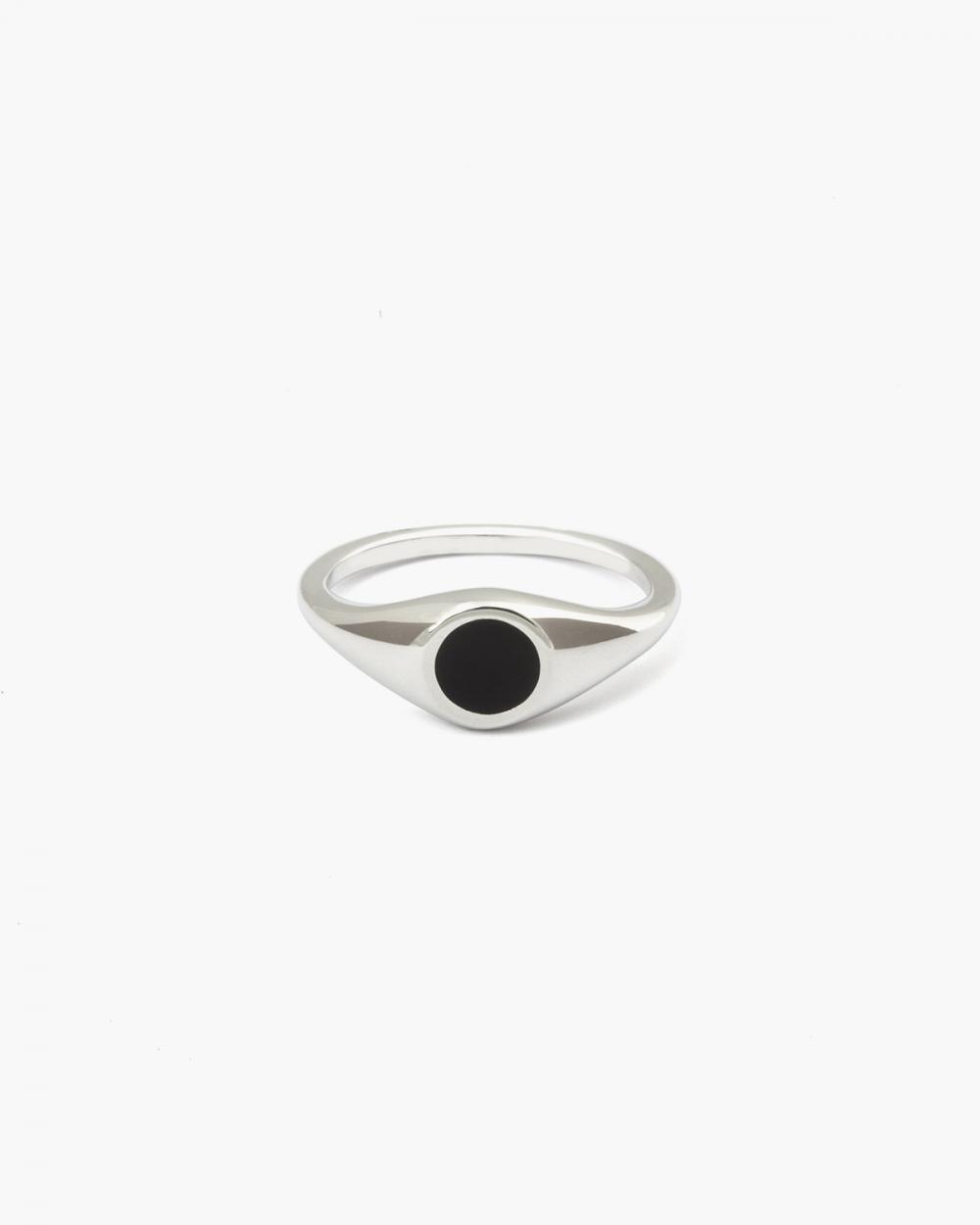 Rings ROUND BLACK ENAMEL SIGNET PINKY RING NOVE25