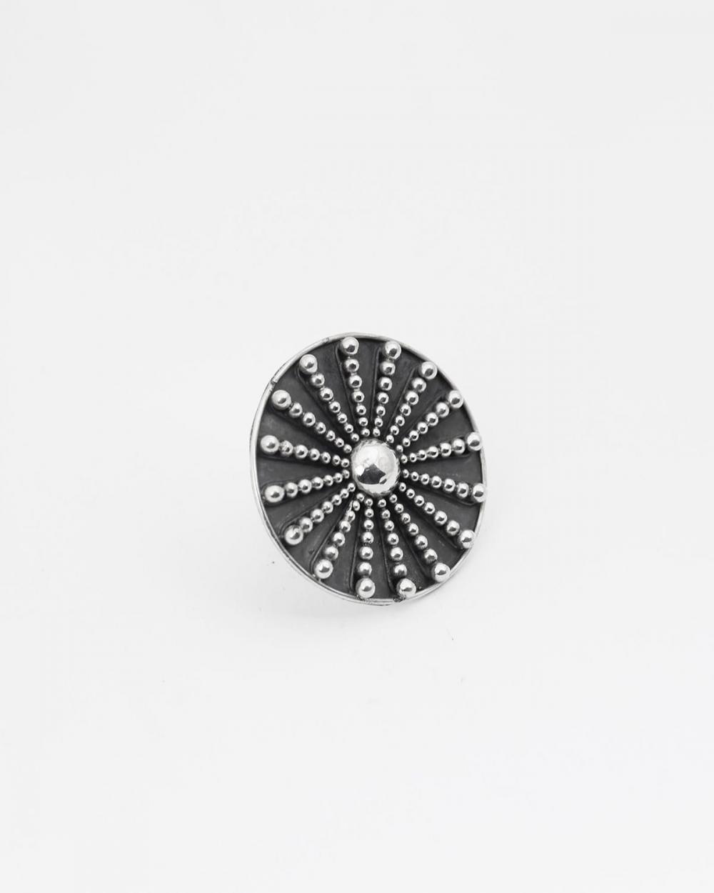anello sole puntinato